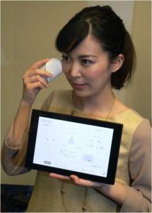 ソニーが美容市場に参入、「肌のキメ・シミ・毛穴」を手のひらサイズの測定機で